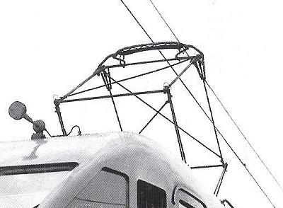 Il pantografo con archetto centinato, e la tromba elettrica. Dettaglio di Foto FS, da marklinfan.