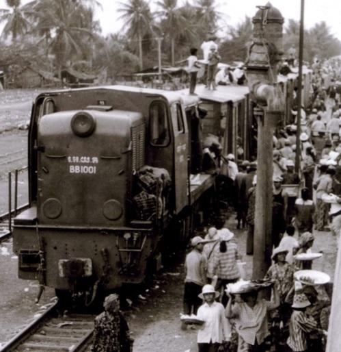Treno in Cambogia negli anni '50. Foto cinnead da wikimedia