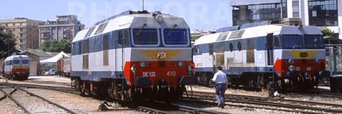 FSE DE 122 - n. 413, 410 e 410 a Bari nel 2008 - Foto © Stefano Paolini da photorail.com