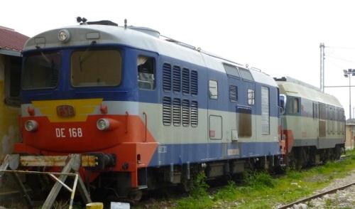 DE168 + DE122-414 in sosta a Bari, Foto © Ubaldo Fangucci da trenomania