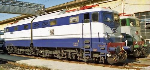 E.645.040 in livrea Treno Azzurro, con la 646.158 Foto © 2002 Maurizio Boi da Flickr