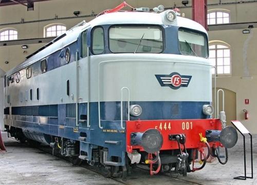E.444 prototipo al museo di Pietrarsa - Foto da wikipedia, originale da photorail.com