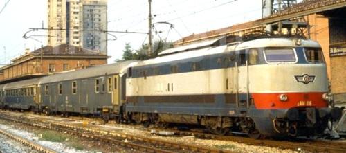 E.444 e Grigio Ardesia - Foto © Enrico Paulatti 1989 da photorail.com