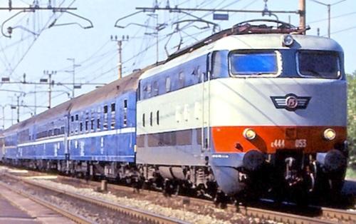 E.444 con treno notte - 1991 -Dettaglio da una Foto © Maurizio Messa da flickr