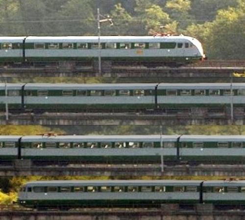 Le 4 carrozze dell'ETR.232 dopo l'ultimo revamping - immagine realizzata a partire da uno scatto di Paolo Carnietti © su http://lnx.645-040.net