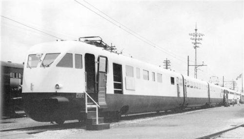 L'E.T.R. 209 esposto alla Mostra di New York; era stata ricostruita anche la linea aerea di tipo italiano - Foto: O.C.Perry, Archivio Claudio Pedrazzini da trainsimsicilia.net