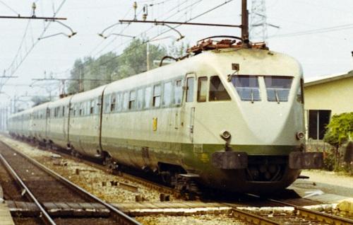 ETR. 221 e 226 a VIlla Cadé nel 1970 - Foto © Pedrazzini da photorail.com