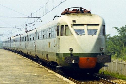 Coppia di ETR. 220 a Sant'Ilario nel 1970 - Foto © Pedrazzini da photorail.com