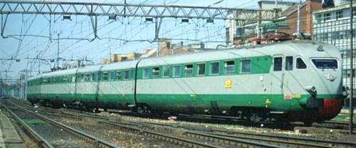 ETR.241 Freccia Atesina (IC 1781) nel 1990 a Milano Lambrate. Foto © P.Ciochetta da http://web.tiscali.it/culturaferroviaria