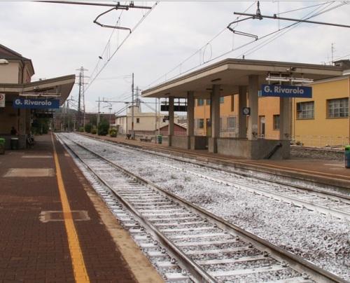 """La """"candida"""" stazione di Genova Rivarolo - foto Giuseppe Risso."""