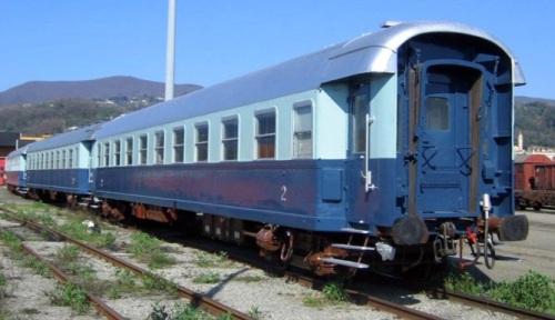 Carrozze restaurate e ridipinte come Treno Azzurro. Foto © Leonardi
