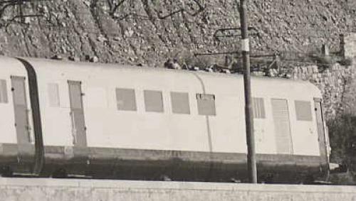 Carrozza 3 (BDU). Le dimensioni apparenti dei finestrini sono dovute allo schiacciamento del teleobiettivo.