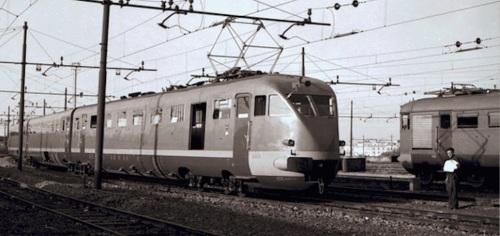 ETR.200 dopo la ricostruzione, assieme ad una ALe 880. Da Flickr
