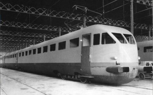 Fasi finali della costruzione di un ETR.200 nello stabilimento Breda. Da flickr