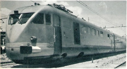 """ETR.200 nel primo dopoguerra, senza più fascio ma prima della ricostruzione. DA """"Le foto di Corrado"""", forum ferrovie.it"""
