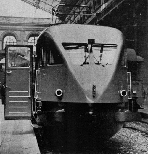 """ETR 200 con porta aperta -Da Illustrazione Italiana del 1938 - tratto da """"Le foto di Corrado"""" (forum Ferrovie.it)"""