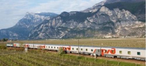 Il Moskow-Nice in transito in Val d'Adige sotto la Paganella