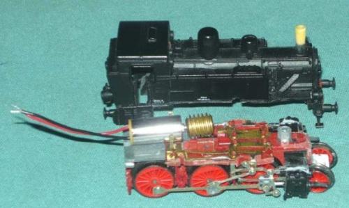 La 880 con il micromotore montato in sede. Si vede anche il lavoro fatto al fumaiolo.