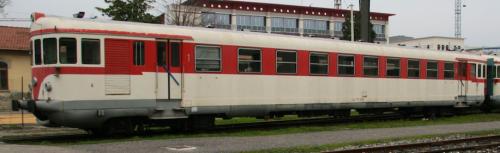 La 773.3704 a Pistoia nel 2013, ridipinta nella livrea FS originale - Foto © Francesco Tellaroli da flickr