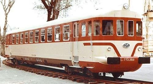 Il prototipo ALn 773.3501 modificato con aggiunta del terzo faro e senza palpebra, in livrea con baffo fine. Foto da photorail.com