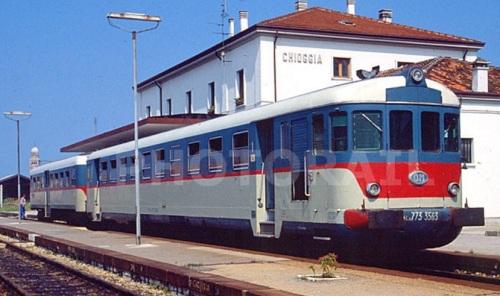 Una delle ultime 8 773, la 3563, a Chioggia nel 1991 - Foto © Stefano Paolini da photorail,com. Si possono notare le porte incassate.