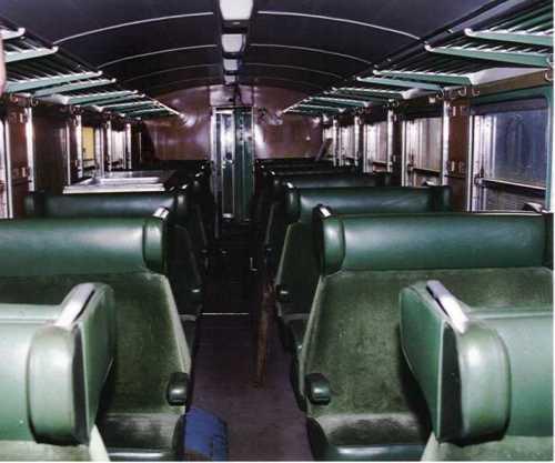 ALn 773.3516 Vista degli interni di seconda classe in velluto verde. (Foto © Corrias da graftreni.it)