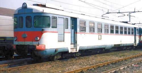 ALn 873.3504 a Verona nel 1995. Si possono notare i verri curvi - Foto © Raffaele Bonaca da trenomania.org