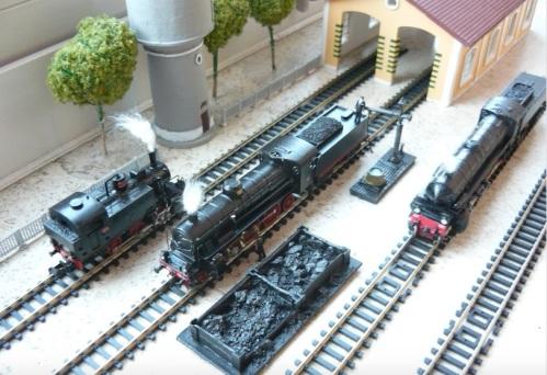 Il D.L. Voltan, con tre diverse locomotive a vapore in scala N