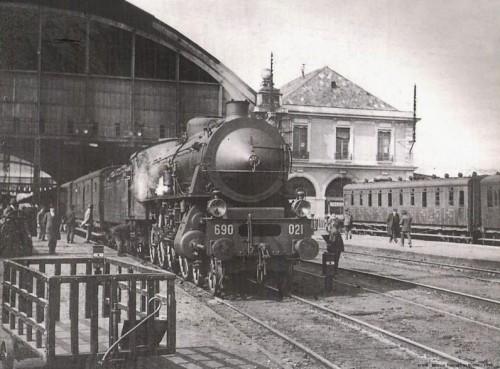 La 691.021 in testa a un treno pronto per la partenza. Foto tratta da marklinfan