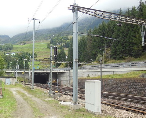 Ingresso Sud del tunnel del Gottardo - Foto CC Chris da wikipedia