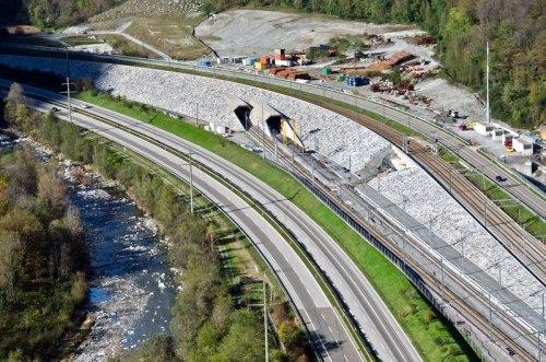 Ingresso Sud del Tunnel di base del Gottardo - da http://www.bahnonline.ch/