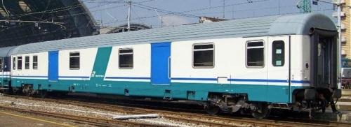 51 83 95-90 025-2 , vista lato corridoio - Foto © Giulio645 da trenomania