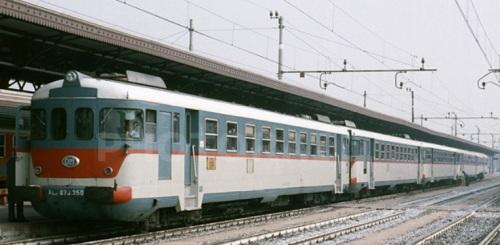 Composizione a 5 a Verona, 1985: due ALn.873+Ln.779+ALn.773+Ln.664 (Foto Gianni Demuro da photorail.com)