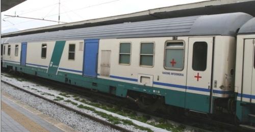 Bagagliaio Z infermeria in livrea XMPR a Firenze nel 2007 - Foto © Ernesto Imperato da trenomania