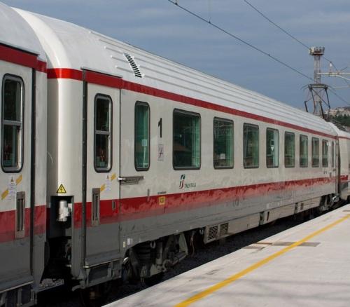 FB 61 83 19-90 292-9 A ex CG compartimenti lato ritirata, tetto cannellato foto © di autore ignoto da trainsimsicilia