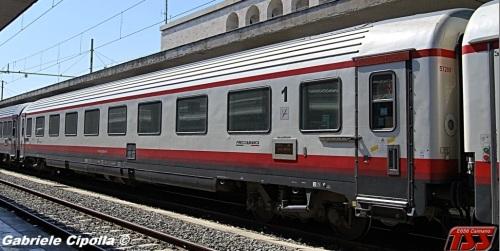 61 83 19-90 300-0 A - GC ex compartimenti, lato opposto alla ritirata, tetto cannellato - Foto © Gabriele Cipolla da trainsimsicilia