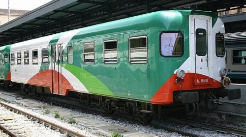 """Ln 664.26 in livrea """"pizza"""" a Bologna nel 2005 - Foto © Ernesto Imperato da trenomania"""