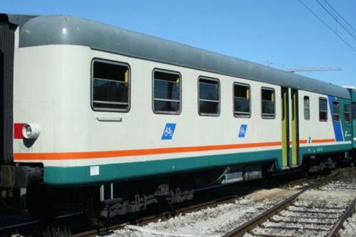 """Ln 664.1431 nel 2008, con i logo """"bicicletta"""" sulle fiancate. Foto © R. Fogagnolo dal forum trenoincasa.forumfree.it"""