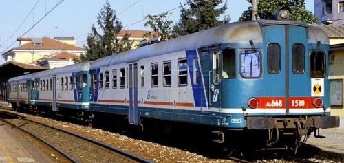 Ln 882 in livrea XMPR, inquadrata tra due Ln 668.15xx a Pavia nel 2013. Foto © Franco Pepe da littorina.net