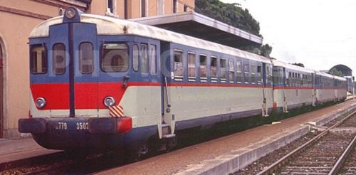 Doppia coppia di ALn.873+Ln.779 a Este nel 1992. In primo piano una Ln.779 con frontale modificato (vetri triplex e nuove porte) - Foto © Stefano Paolini da photorail.com