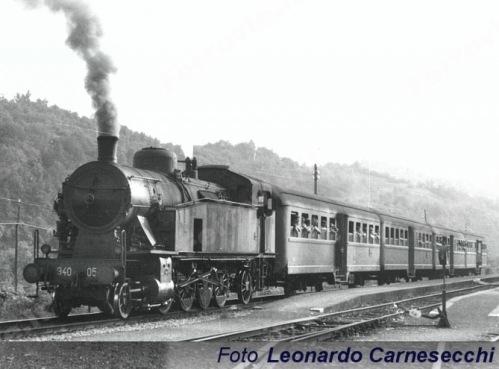 940.050 a Fivizzano nel 1975 - Foto © Leonardo Carnasecchi da ferrovie.it