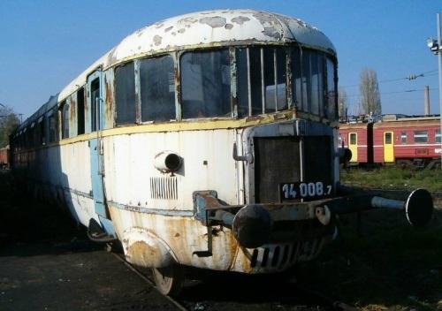 Una ALn 40 accantonata in Bulgaria, dove prestò servizio come Classe 14. Foto tratta dal forum di www.ferramatori.it