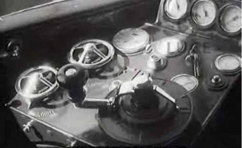 Banco di guida della ALb48 prototipo, da un filmato Luce