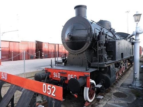 La 052 al Museo Ferroviario di Montesilvano - in primo piano si intravede il suo vomere spartineve, smontato. Foto © Salvatore De Liso da http://www.trainsimhobby.net/