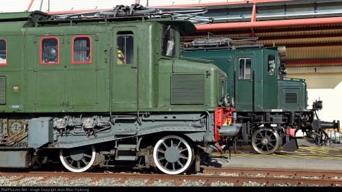 SNCF D2D 5500 di prima serie a fianco di una SBB Ae 4/7