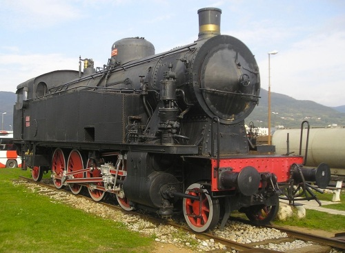 JŽ 118.005, ex FS 940.015 monumentata a Nova Gorica, Foto Ajznponar da wikimedia commons