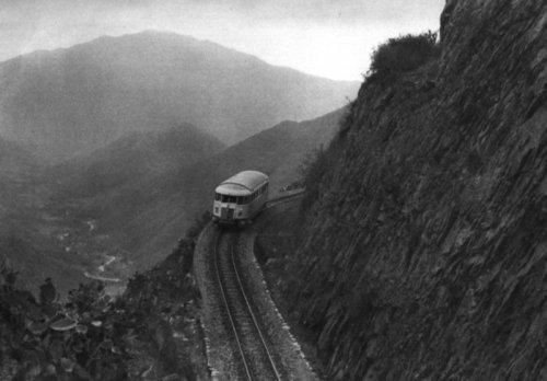 Spettacolare passaggio di montagna della Ferrovia Eritrea