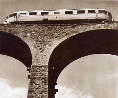 Littorina su un viadotto in Eritrea