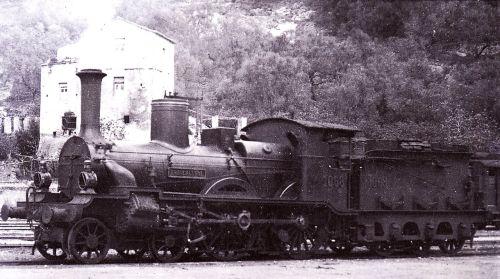 """Locomotiva """"Brancaleone"""" 1068 della Rete Medterranea, poi appartenura al gruppo 510 delle FS"""