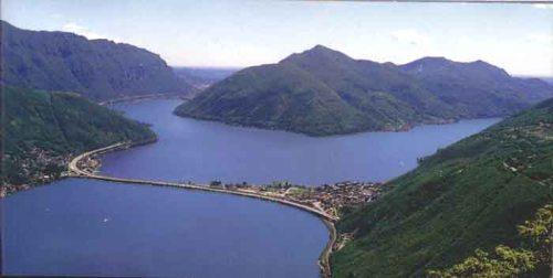 L'attraversamento del lago di Lugano sul ponte-diga di Melide-Bissone. Foto © Mauro Donini da geocities
